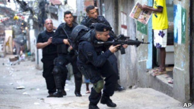 巴西特警部隊清查里約貧民區。