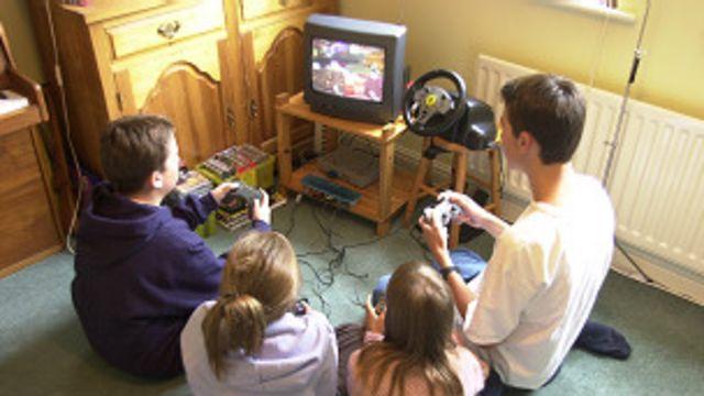 Niños jugando a un videojuego