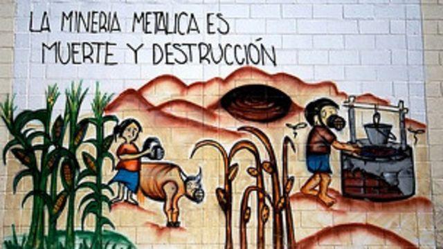 Un grafiti alegórico contra la minería en el departamento de Cabañas.