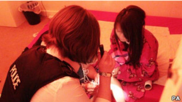倫敦警方搜查妓院中被拐賣婦女