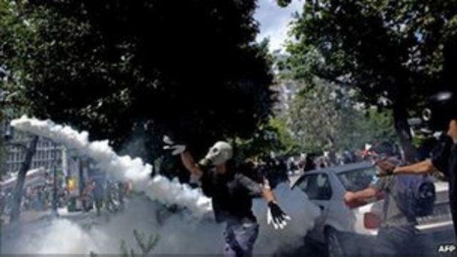 希臘示威者與警察暴力衝突