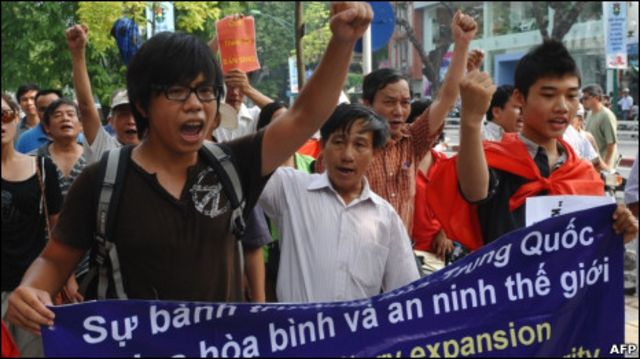 Quang cảnh biểu tình ở Hà Nội