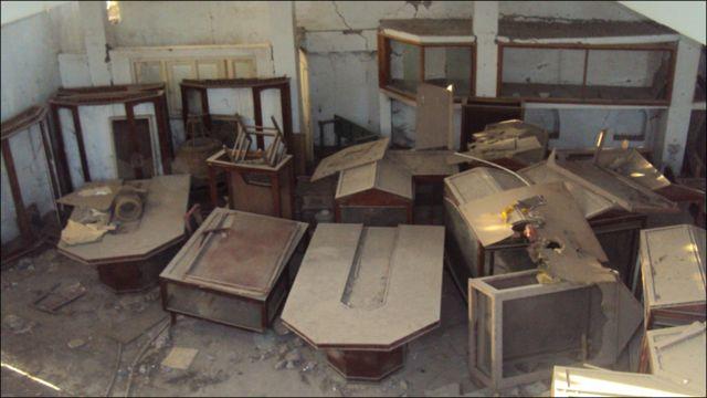 قلعے میں موجود عجائب گھر بھی سنہ دو ہزار پانچ کے زلزلے میں متاثر ہوا جہاں موجود بعض نوادرات چوری کر لیے گئے جبکہ بچ جانے والا سامان ایک کمرے میں بند کسی نئی عمارت کے انتظار میں ہے۔