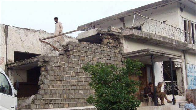 قلعے کے باہر ایک سرائے بھی موجود تھی۔ جو دو ہزار پانچ میں آئے زلزلے میں تباہ ہونے کے بعد دوبارہ تعمیر نہیں کی گئی۔