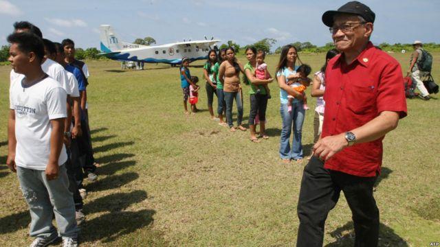 Anggota Kongres Walden Bello di Pulau Thitu