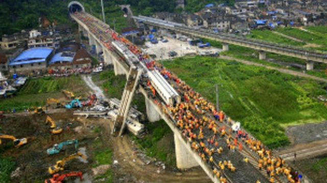 新幹線 事故 中国 2011年温州市鉄道衝突脱線事故
