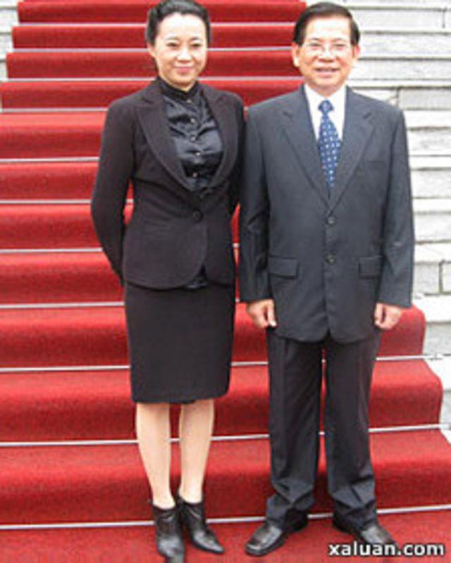 Bà Đặng Thị Hoàng Yến và Chủ tịch nước Nguyễn Minh Triết