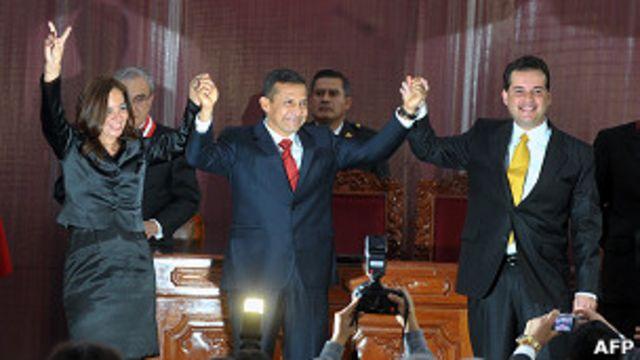 Ollanta Humala (centro) con sus dos vicepresidentes