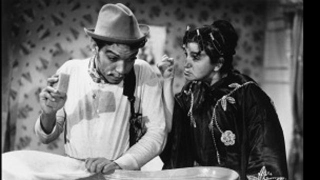Escena de la película Ahí está el Detalle de Cantinflas