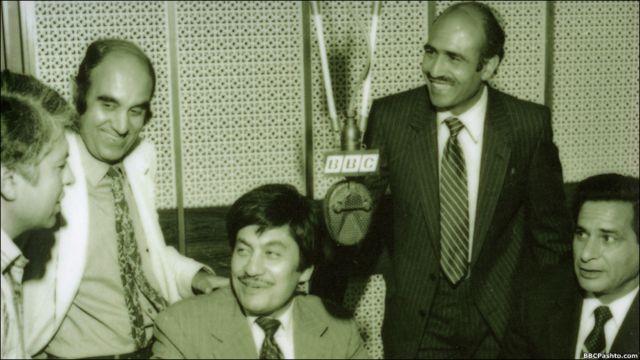 د پښتو خپرونې ډله ۱۹۸۱ کال، له کيڼې ښۍ خوا ته، نبي مصداق، يعقوب کاکړ، فضل علي، خالد خټک او جعفر علي خان