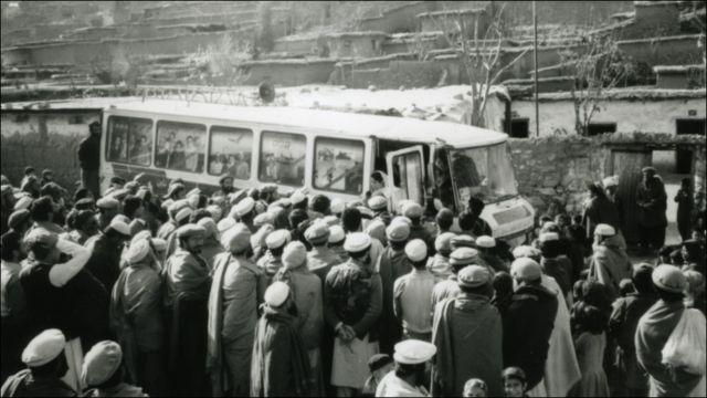 د بي بي سي پښتو خپرونې ډله ۱۹۹۲ کال، چې په پښتونخوا ته د خپل سفر پر مهال اورېدونکي پرې راټول شوي دي.