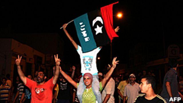 利比亞的黎波里市郊塔朱拉民眾上街慶祝叛軍入城(22/8/2011)