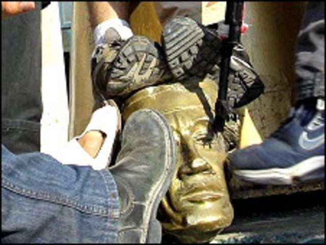 gaddafi statue