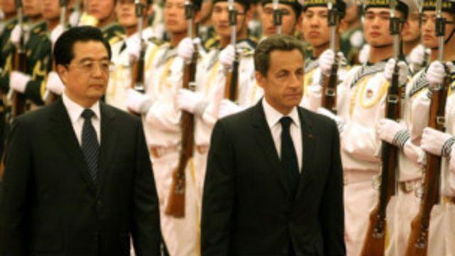 薩爾科奇過去訪問中國時和胡錦濤一起(中新網)