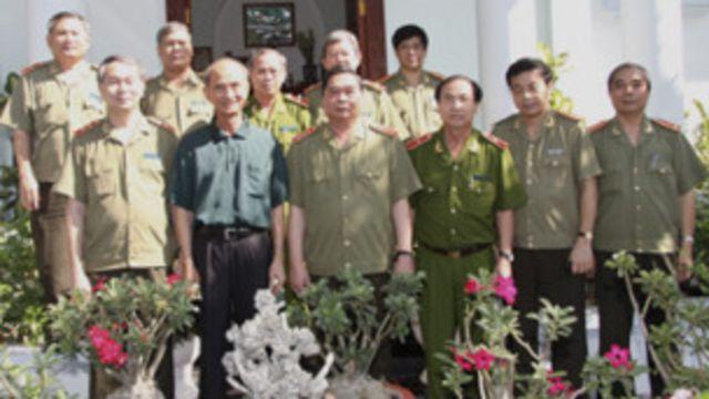 Ông Võ Viết Thanh (mặc thường phục) hiện đã nghỉ hưu là bậc cha chú của các nhân vật an ninh sau này như Đại tướng Lê Hồng Anh (đứng bên trái ông)
