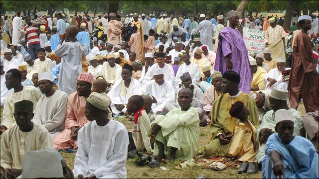 A ranar Talace musulmai a fadin duniya su ka  gudanar da bukukuwan karamar sallah bayan kammala azumin watan Ramalana.