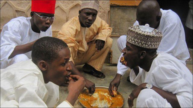 Gwamantin Jihar kano a bana tace babu hawan da za'ayi saboda rashin lafiyar sarkin Kanon.