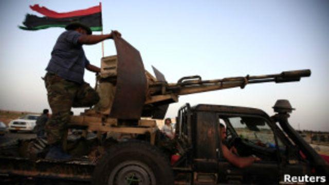 利比亞反政府武裝逼近沙漠小鎮班尼瓦利德
