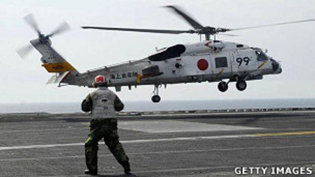 日本海上自衛隊一架SH-70B直升機在美國里根號航空母艦上(13/3/2011)