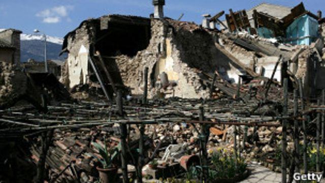 Onna, aldea devastada por el terremoto
