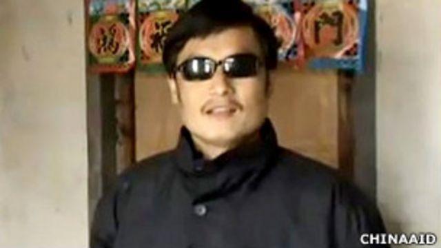陳光誠在山東臨沂東師古村家中(美國對華援助協會2011年2月9日發放視頻截屏)