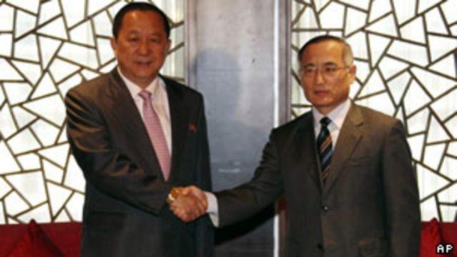韓國首席核談判代表魏聖洛和朝鮮首席代表李英浩在北京市中心的長安俱樂部進行了會晤(21/09/2011)