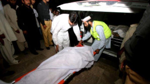 پولیس کے مطابق بس کو حادثہ تیز رفتاری کے باعث پیش آیا