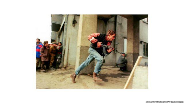 Foto tomada el 24 de diciembre de 1989 en el centro de Bucarest.