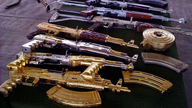 Requisa de Kalashnikovs en México