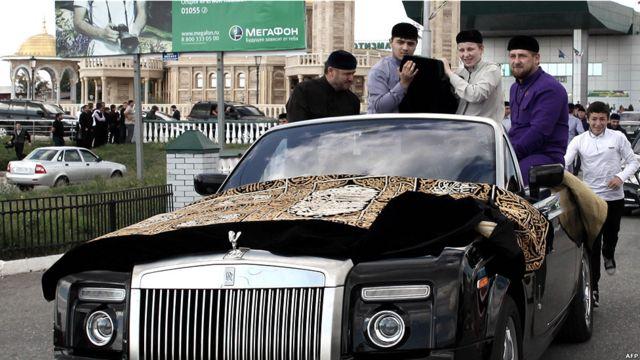Рамзан Кадыров везет чашу
