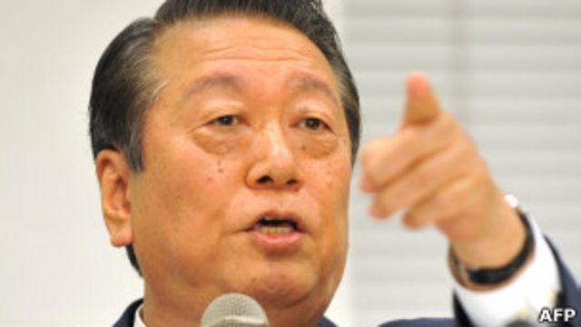 小澤一郎在東京的記者會上(6/10/2011)