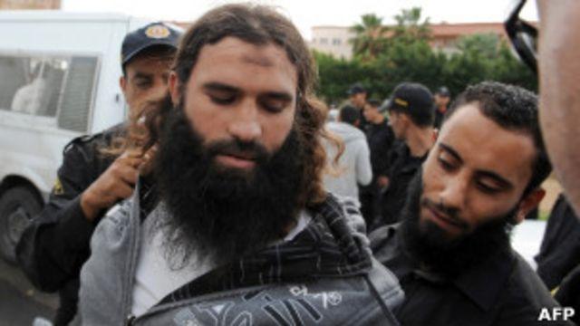 یکی از دستگیرشدگان در حمله به تلویزیون نسمه. سلفیها از تندروترین گروههای اسلامی در تونس هستند