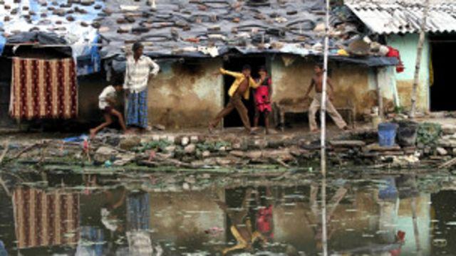 ငတ်မွတ်ခေါင်းပါးသူ သုံးပုံ တပုံက အိန္ဒိယမှာ ရှိ