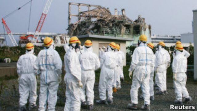 日本福島核電站員工(資料照片)