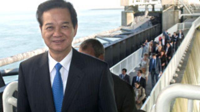 Thủ tướng Nguyễn Tấn Dũng thăm một xưởng đóng tàu ở Hà Lan