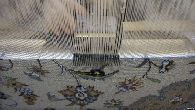 مدتی پیش در گزارش ها آمده بود که آمار گمرک نشان می دهد صادرات فرش ایران ۳۰ تا ۳۵ درصد کم شده است.