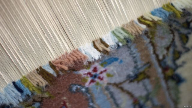 قیمت هر فرش توسط کارشناسان و پس از بررسی فرش بافته تعیین می شود.