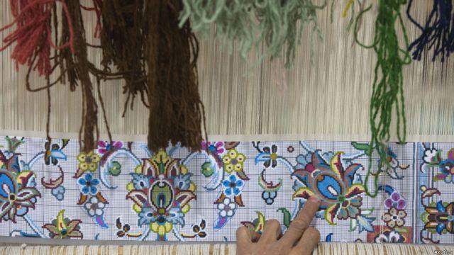 معمولا کارگاههای فرش بافی در ایران توسط خانواده ها اداره می شوند و از این نظر فرش بافی یک حرفه خانوادگی به حساب می آید.