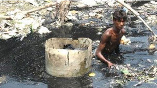 孟加拉國首都達卡市郊的腐水