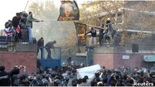 伊朗示威者曾衝入英國駐德黑蘭大使館和一處英國外交人員住宅區(29/11/2011)