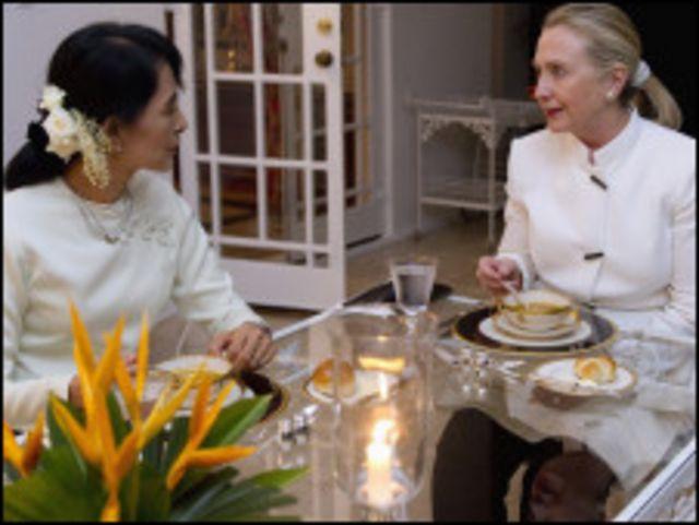 ကမ္ဘာ့ ထိပ်တန်း အမျိုးသမီး နှစ်ယောက် ညစာ အတူစားကြပြီ