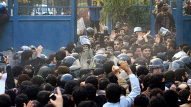 اقتحام مقر السفارة البريطانية في طهران