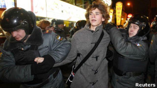 Организаторы обещают, что власти дадут мирно пройти от площади Революции до Болотной