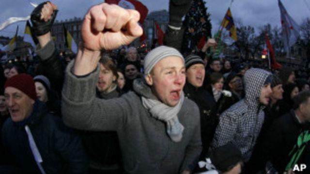 В Питере на акцию протеста вышли более 10 тысяч человек
