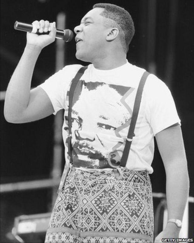 Lenny Henry, Umwongereza ahimbaza abantu.