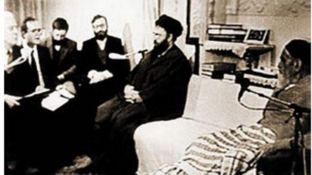 از راست آیت الله خمینی، احمد خمینی، جواد لاریجانی، علی اکبر ولایتی، سفیر شوروی در تهران و ادوارد شواردنادزه