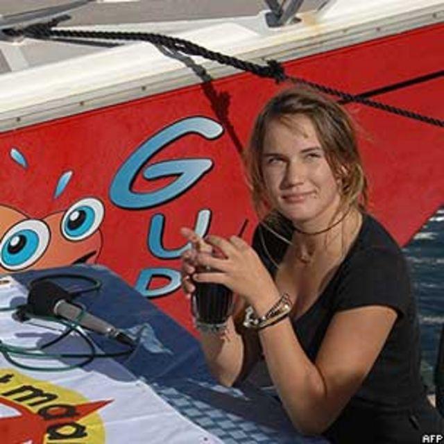 Laura Dekker na chegada a Saint Maarten (Foto: JEAN-MICHEL ANDRE/AFP/Getty)