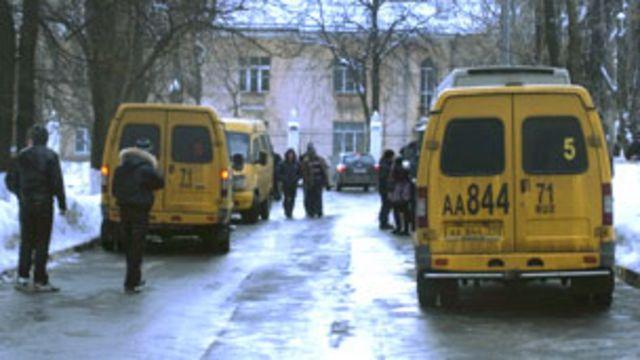 Маршрутные такси у избирательного участка