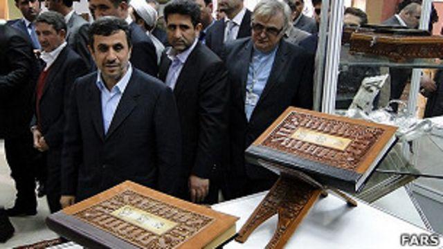 آقای احمدی نژاد  در سفرش به دوشنبه، خانه فرهنگ ایران در تاجیکستان را افتتاح کرد