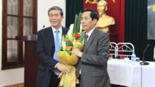 Chủ tịch Hội đồng Lý luận Trung ương, Đinh Thế Huynh và lãnh đạo báo Nhân Dân, ông Thuận Hữu